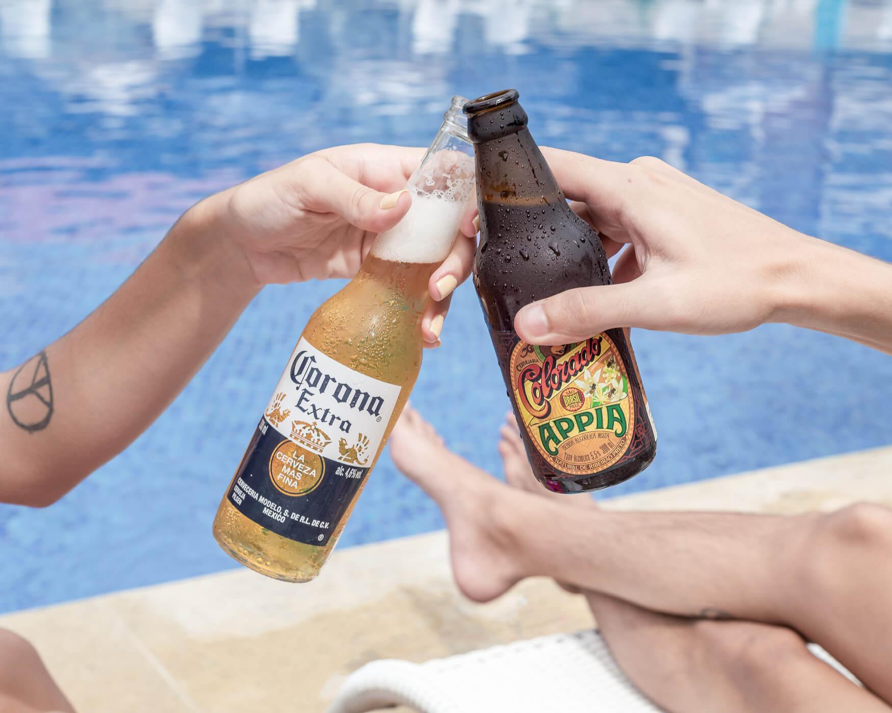 Brinde de cerveja Corona com Cerveja Colorado