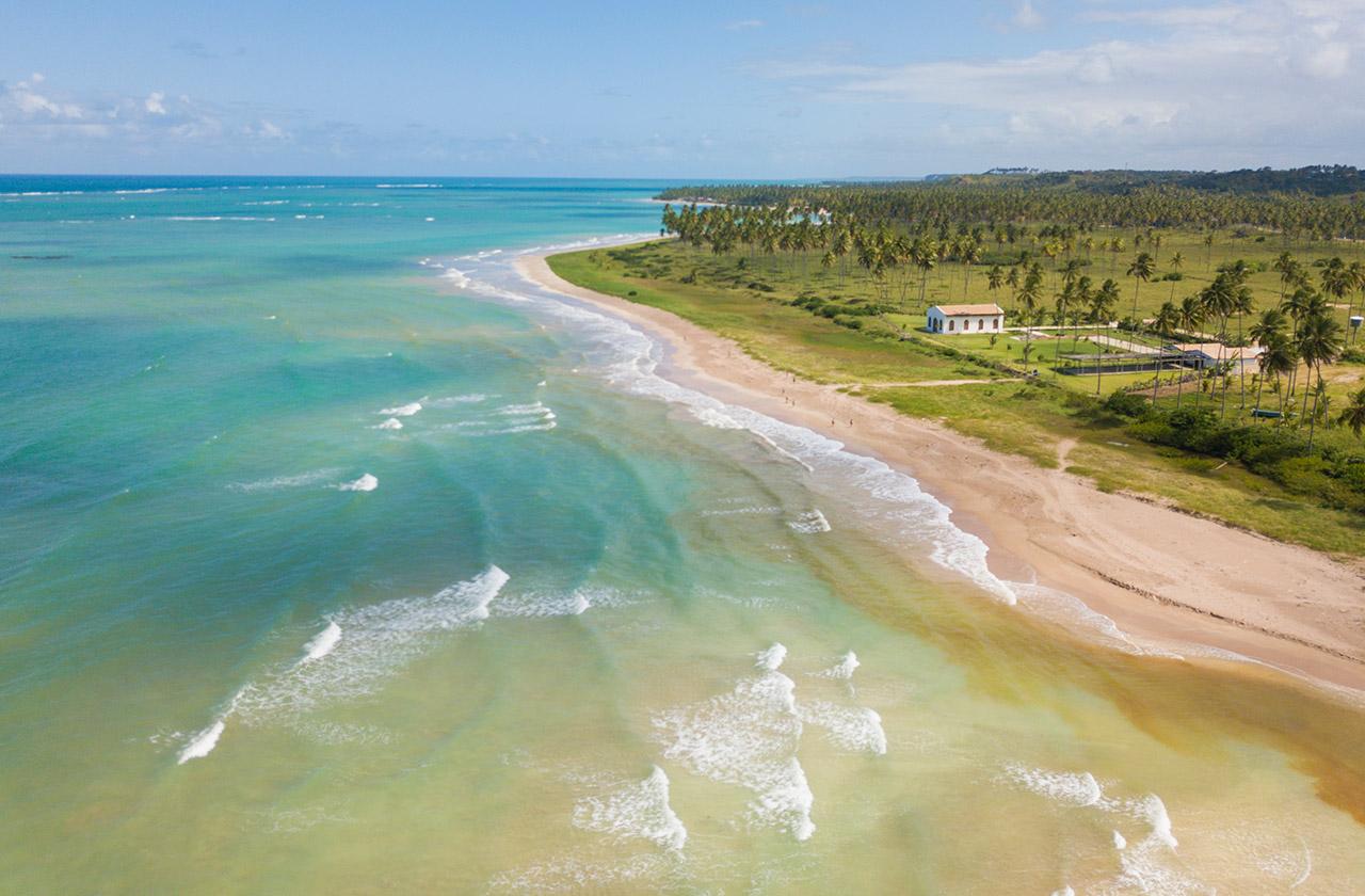 Vista aérea da Praia de São Miguel dos Milagres