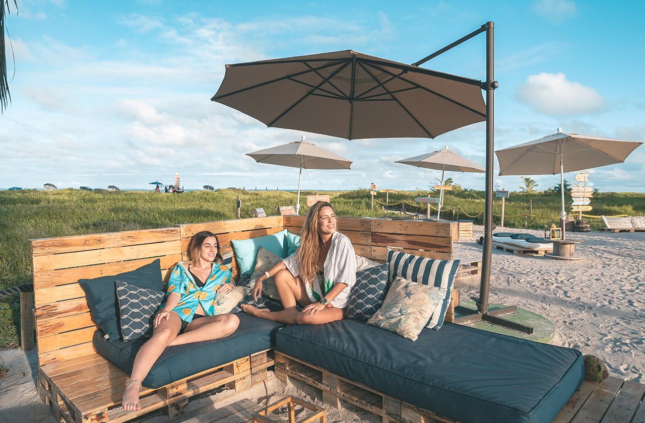 Curtindo o sol na Vila da Praia do Japaratinga Lounge Resort